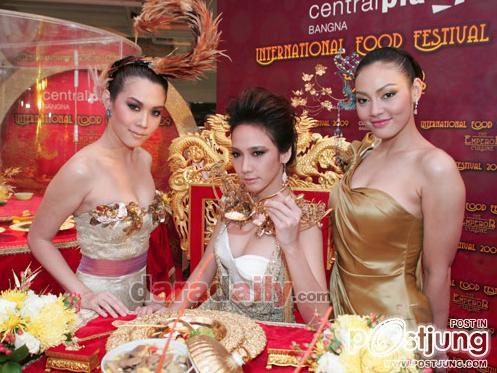 อั้ม เมย์ ตั๊ก ตรุษจีน กับชุดทองอร่าม :